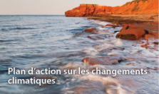 "An image of red cliffs of Prince Edward Island with copy ""Plan d'action sur les changements climatiques"""