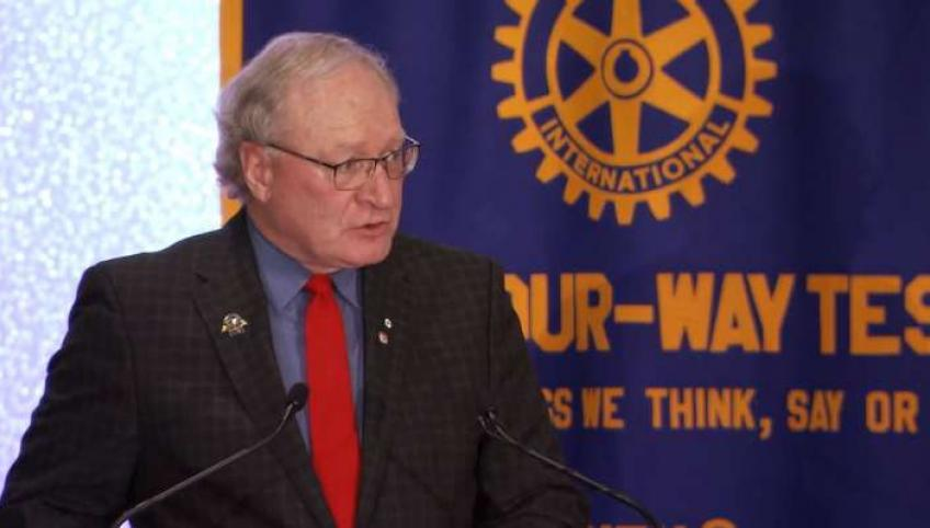 Image of Premier Wade MacLauchlan presenting the 2016 State of the Province address to Rotary