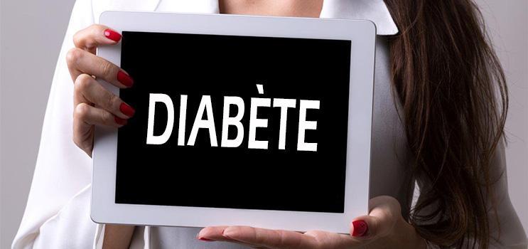 Professionnel de la santé tenant une tablette panneau indiquant: Diabète