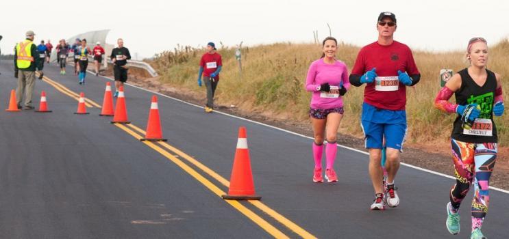 Image of PEI Marathon participants on north shore