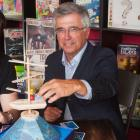 Minister Richard Brown plays a board game with the owners of Small Print Board Game Cafe